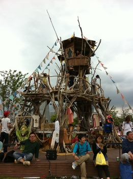 GREENROOM2011-treehouse.JPG